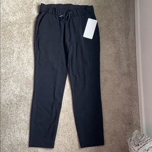 On The Fly Pant Lululemon size 6